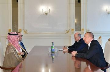 Президент Ильхам Алиев принял глав компаний ACWA Power и Masdar