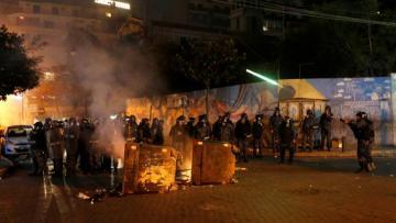 В столице Ливана около здания парламента начались столкновения