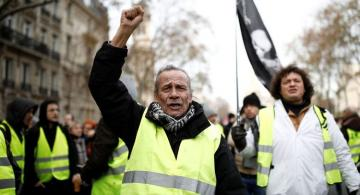 Yellow vests hit streets of Paris for 62nd week in a row