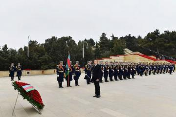 Azerbaijani President visits the Alley of Martyrs