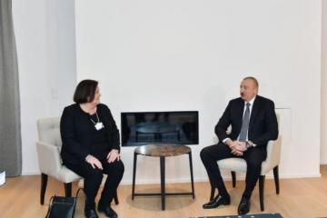 Ильхам Алиев встретился в Давосе с исполнительным вице-президентом и генеральным финансовым директором компании CISCO