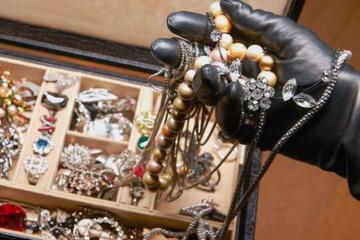 В Баку женщина украла драгоценности на сумму 53 тыс. манатов