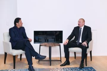 Prezident İlham Əliyev Davosda Pakistanın Baş Naziri ilə görüşüb