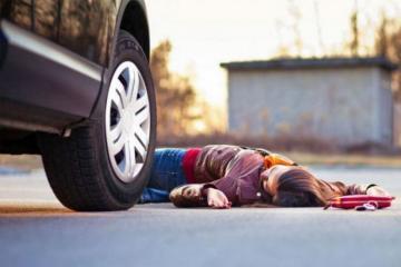 В Хырдалане автомобиль сбил 2 девочек