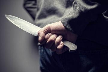 Жительница Баку получила ножевое ранение у себя дома