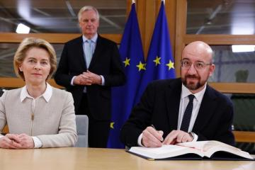 EU Chiefs sign Brexit Deal