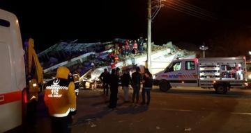 В Турции число жертв землетрясения достигло 18, ранены 553 человека  - [color=red]ОБНОВЛЕНО-2[/color] - [color=red]ВИДЕО[/color]