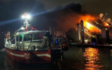 При пожаре на лодочном причале в США погибли 8 человек