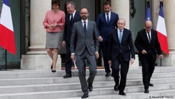 Премьер-министр Франции ушел в отставку