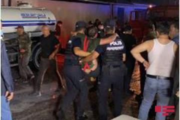 При пожаре на лакокрасочном заводе в Баку пострадали 4 пожарных