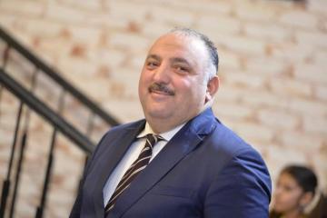 Врач: Бахрам Багирзаде уже может сидеть, пробует делать активные действия