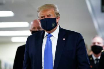 Tramp pandemiya dövründə ilk dəfə maska istifadə edib
