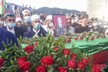 В Габале прошла церемония прощания с шехидом генералом Поладом Гашимовым - [color=red]ФОТО[/color]