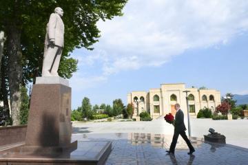 Президент Ильхам Алиев посетил памятник Гейдару Алиеву в Исмаиллы - [color=red]ОБНОВЛЕНО[/color]
