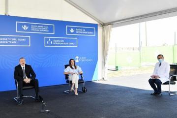 Президент Азербайджана: Я во всех закрытых местах пользуюсь медицинской маской