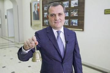 В Азербайджане для выпускников XI проводится виртуальный «Последний звонок»
