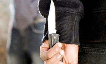 Житель Гёранбоя нанес два удара ножом в шею отчима