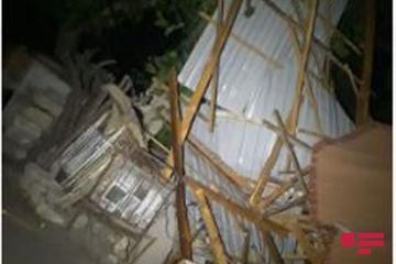 Сильный ветер сорвал крыши и повалил деревья в Товузе - [color=red]ФОТО[/color]