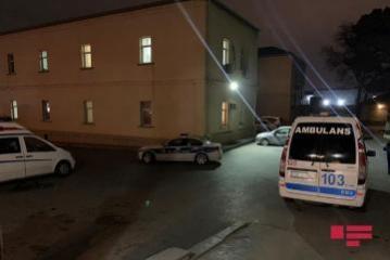 В Баку клиент выбросился с третьего этажа ресторана во время рейда полиции
