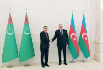 Azərbaycan Prezidenti Türkmənistan Prezidentinə zəng edib