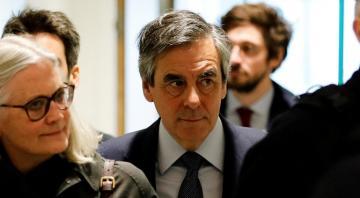 Экс-премьера Франции посадят за растрату госбюджета и выплаты жене