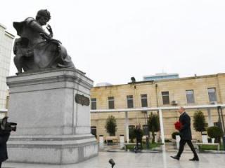 Prezident İlham Əliyev Şah İsmayıl Xətainin heykəlinin köçürüldüyü yeni salınmış parkda olub