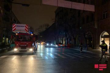 Rəşid Behbudov küçəsində binanın damında son bir ayda ikinci yanğın baş verib - [color=red]FOTO[/color]
