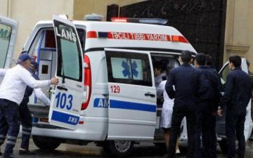 В Баку автомобиль сбил 3 членов одной семьи