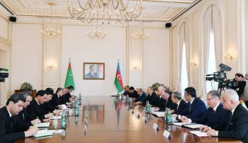 Azerbaijani, Turkmen presidents held expanded meeting