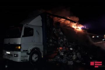 Bakı-Qazax yolunda yanan yük maşını yolun bağlanmasına səbəb olub - [color=red]FOTO[/color]