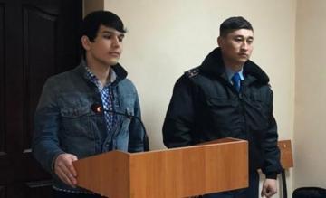 В Казахстане на 10 суток арестовали пранкера, изображавшего больного коронавирусом в метро