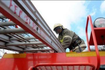 В столице РФ спасли женщину, повисшую на уровне девятого этажа