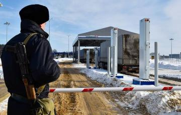 Russia closes border with Belarus