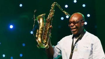 Саксофонист Эмманюэль Дибанго умер после заражения коронавирусом