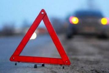 В Агстафе перевернулся легковой автомобиль, тяжело ранены три человека