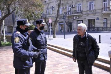 Baş Polis İdarəsi: Küçəyə çıxan 65 yaşlı insanların yaşadıqları ünvana qaytarılması təmin olunur  - [color=red]VİDEO[/color]