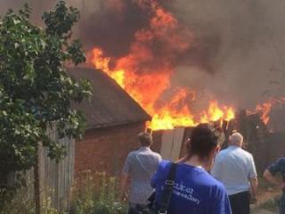 При тушении сильного пожара в России погиб пожарный