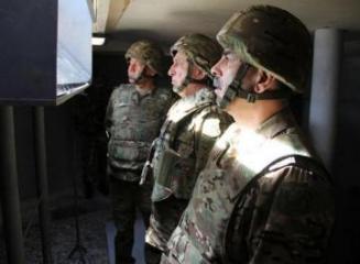 Müdafiə naziri ön xətdə yerləşən hərbi hissələrdə olub - [color=red]FOTO[/color]