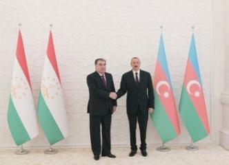 Эмомали Рахмон высоко оценил помощь Азербайджана Таджикистану в борьбе с коронавирусом
