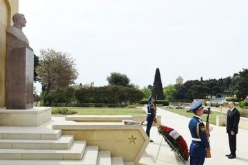 Prezident İlham Əliyev Həzi Aslanovun abidəsini ziyarət edib - [color=red]YENİLƏNİB[/color]