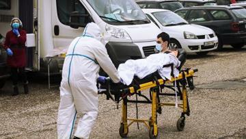 Ежедневно в штате Нью-Йорк от коронавируса умирают около 200 человек