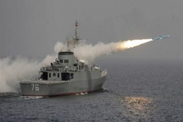 İranın döyüş gəmisi səhvən yerli logistika gəmisini raketlə vurub