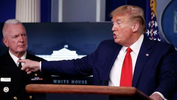 Трамп прервал пресс-конференцию после перебранки с журналистами