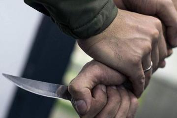 В Абшеронском районе девушка ранила ножом возлюбленного