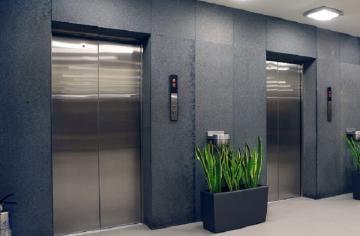 В Баку мужчина убил жену в лифте