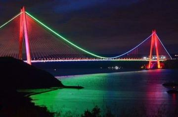 Three bridges in Istanbul illuminated in accordance with the colors of the Azerbaijani flag - [color=red]PHOTO[/color]