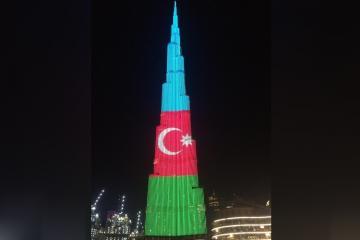 Dünyanın ən uca binası üzərində Azərbaycan bayrağı proyeksiya olunub - [color=red]FOTO[/color]