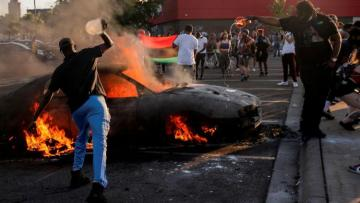 В ряде крупных городов США начались беспорядки из-за смерти Флойда