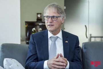 Посол: Из-за того, что доверия мало, реальные переговоры начать не удается