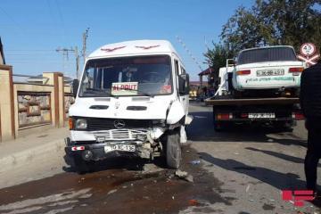 В Уджаре легковой автомобиль столкнулся с микроавтобусом, есть пострадавшие - [color=red]ФОТО[/color]
